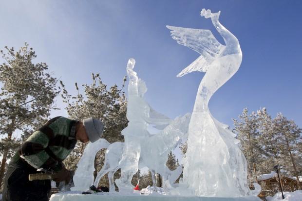 Festival de esculturas no parque dos Oito Lagos em Almaty, Cazaquistão