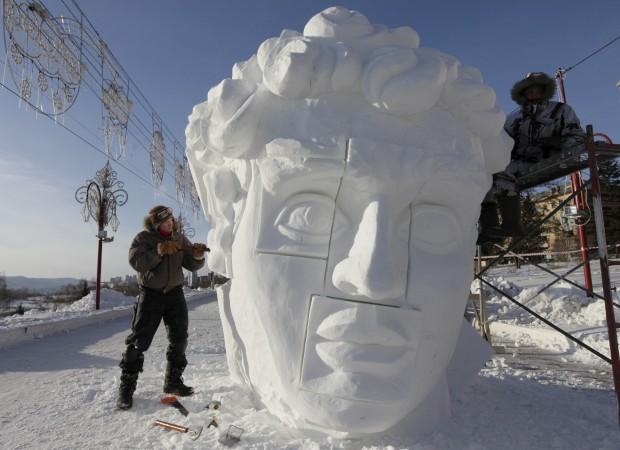 O 1.º festival internacional de esculturas de neve e gelo em Krasnoyarsk, Sibéria