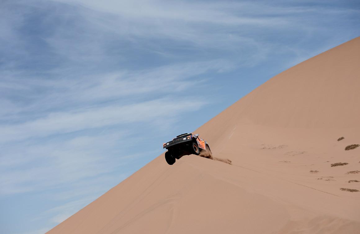 O americano Robby Gordon nas dunas entre a Argentinas e o Chile