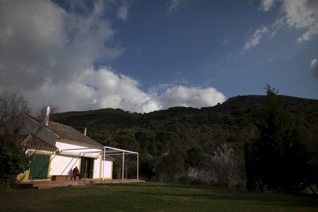 Arrábida da poesia: O poeta Pedro Tamen na sua casa da serra