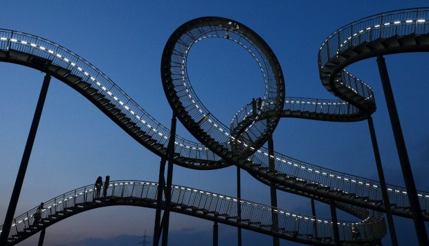 ALEMANHA, 13.01.2013. A escultura Tigre & Tartaruga - Montanha Mágica na sua óbvia inspiração numa montanha-russa em Duisburg-Wanheim: o