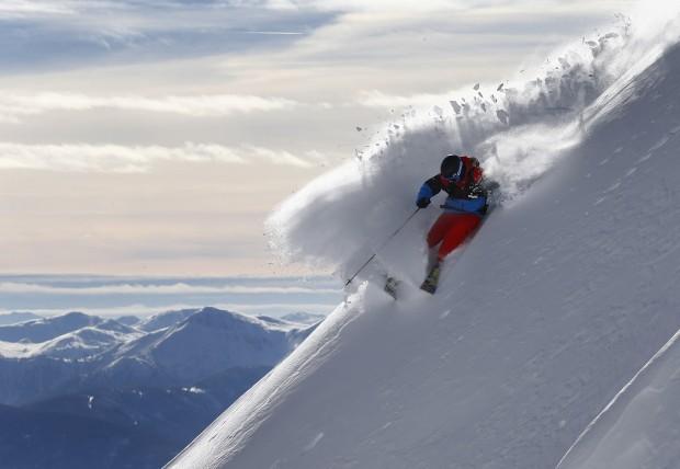 ÁUSTRIA, 19.01.2013. O esquiador freeride Jon Oerarbaeck na montanha Seegrube, Innsbruck