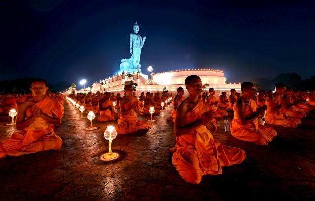 TAILÂNDIA, 22.01.2013. Cerimónia em homenagem a Buda em Buddhamonthon, Nakorn Pathom