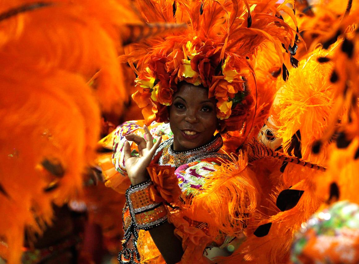 Turbilhão de cor no Carnaval do Rio