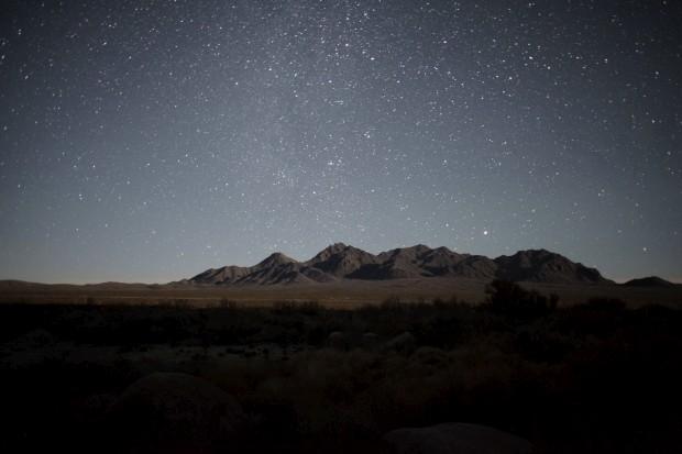 MÉXICO, 16.01.2013. A cordilheira de montanhas de San José de Las Piedras, vistas perto da meia-noite. San José é uma comunidade no deserto de Coahuila, a uns 80km da fronteira com o Texas, EUA