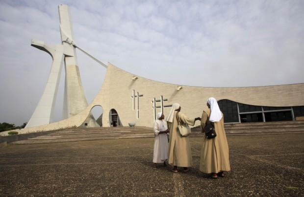 COSTA DO MARFIM, 11.02.2013. Catedral de São Paulo em Abidjan no dia em que o Papa anunciou a sua resignação