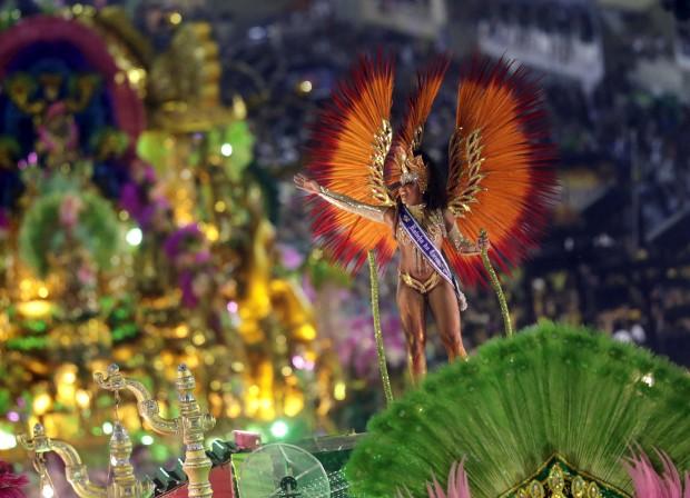 BRASIL, 11.02.2013. O país do Carnaval e uma Rainha no desfile da Mangueira no Rio de Janeiro