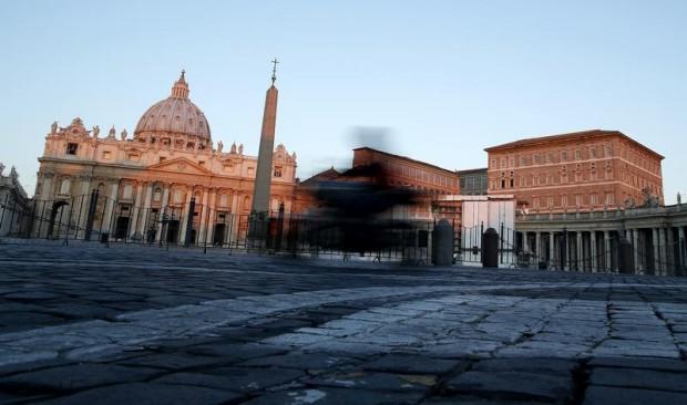 A velocidade de uma moto, que passa frente à Basílica