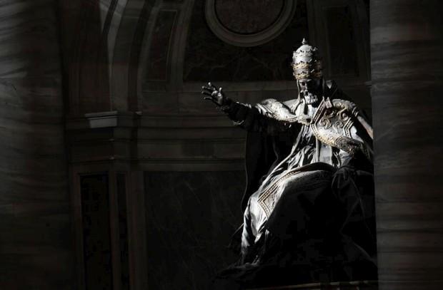 Uma estátua do Papa Urbano VIII na Basílica