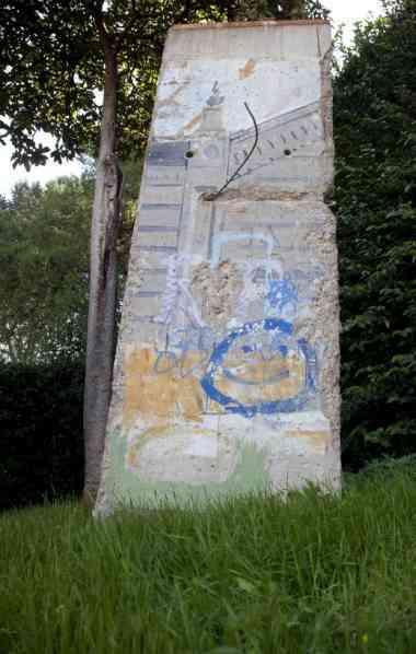 Um troço do Muro de Berlim nos Jardins do Vaticano