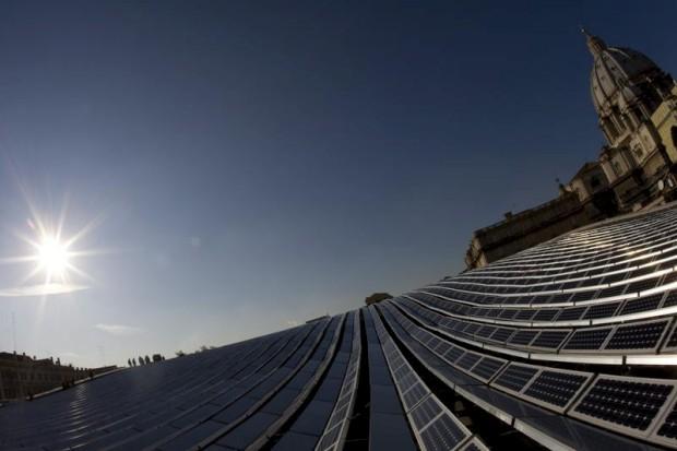 Os painéis solares passaram a fazer parte da paisagem do Vaticano, cobrindo prédios-chave do território