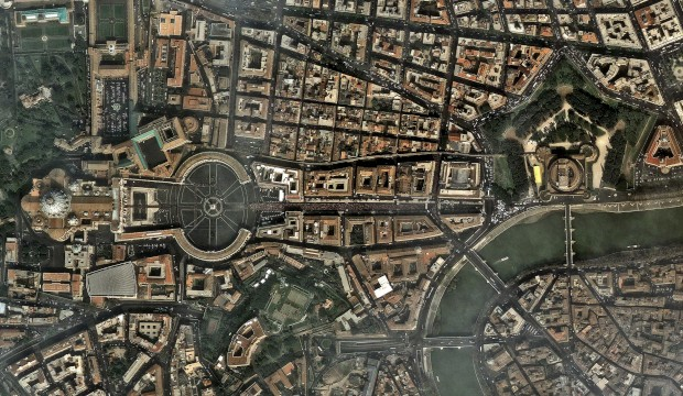 Uma imagem de satélite do Vaticano, captada durante as cerimónias fúnebres de João Paulo II