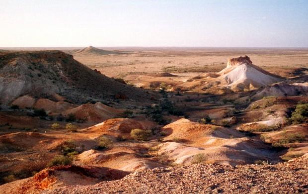A paisagem inóspita em redor da cidade mineira de Coober Pedy, maior fornecedora mundial de opalas, a 650km de Adelaide.
