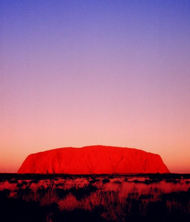 O monólito Uluru, atracção de topo na Austrália profunda