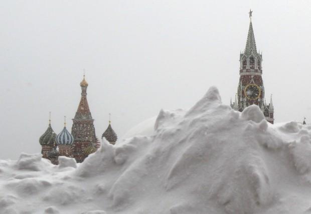 RÚSSIA, 25.03.2013. Neve na Praça Vermelha