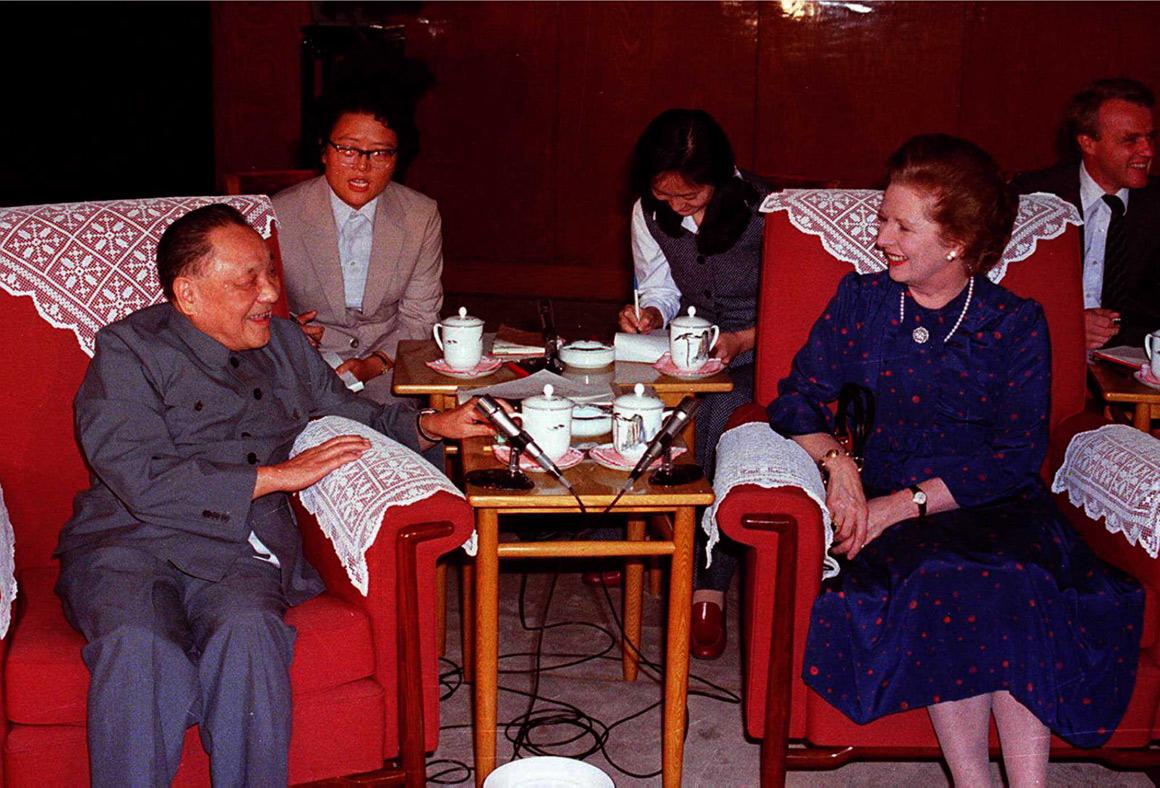 Thacther reuniu-se com Deng Xiaoping em 1982, na China, para discutir a passagem de Hong Kong para a administração chinesa