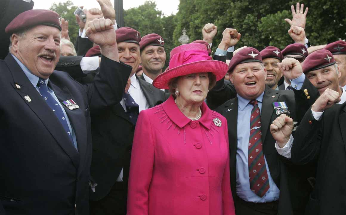 Com veteranos das Falklands em 2007: a guerra com a Argentina, em 1982, pela posse da ilha marcou o seu mandato