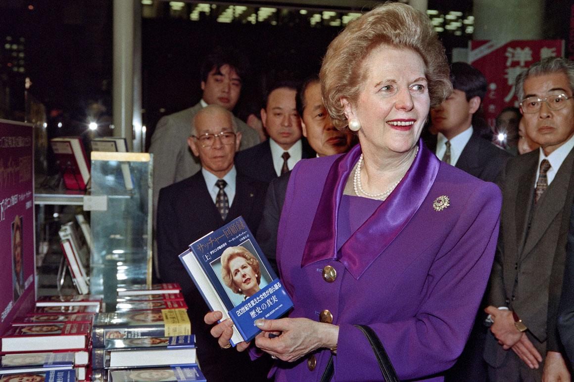 Depois de deixar o cargo, Thatcher dedicou-se aos livros e conferências: na foto, no Japão em 1993