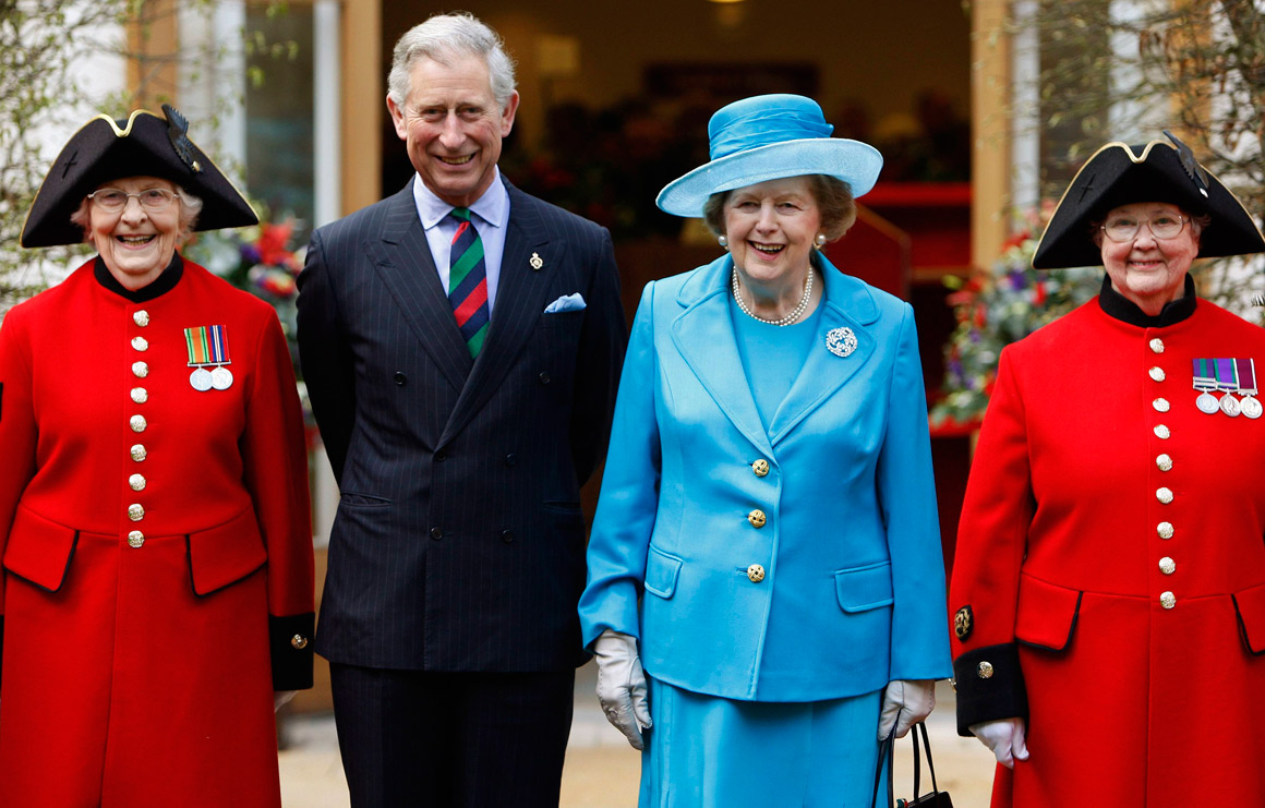 Com o príncipe Carlos na inauguração do Royal Hospital Chelsea, em 2009