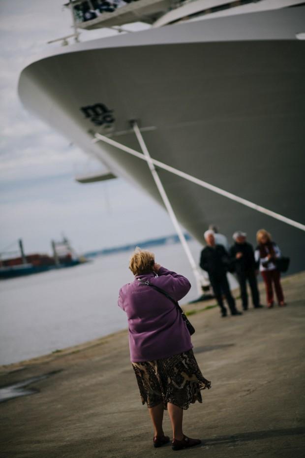 MSC Preziosa ancorado em Lisboa, a 16 de Março, prepara a partida da viagem pre-inaugural.