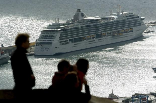O Brillance of the Seas em passagem alfacinha em 2005