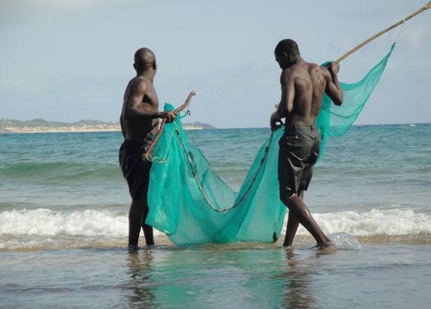 Moçambique: Pescadores na praia do Tofo. Foto do leitor Manuel Pacheco (relato @ http://fugas.publico.pt/314465)