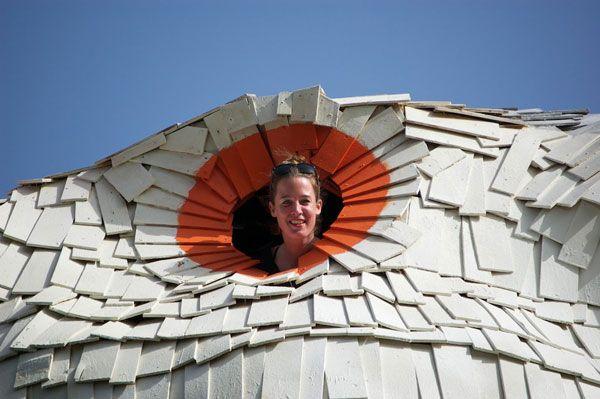 Outras obras de Hofman: um coelho de 12m de altura em Nijmegen (Holanda), onde se podia entrar no interior, subir escadas e espreitar a paisagem a partir de um miradouro no nariz vermelho