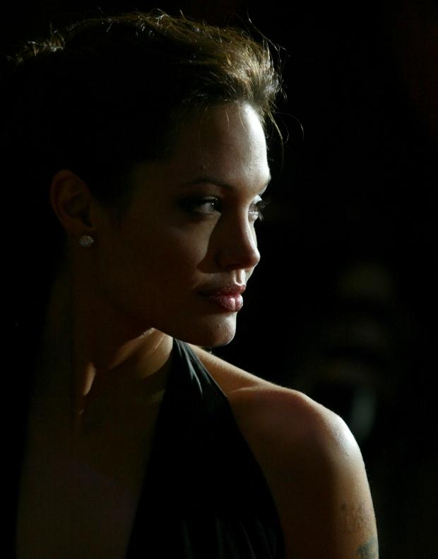 Angelina Jolie posa para os fotógrafos.