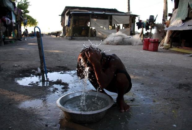 Um banho com água tirada do poço, em Antebuka