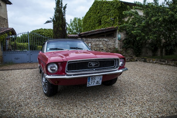 Ford Mustand, um dos clássicos disponíveis na ClassicArvergne, que guiou a Fugas pela região