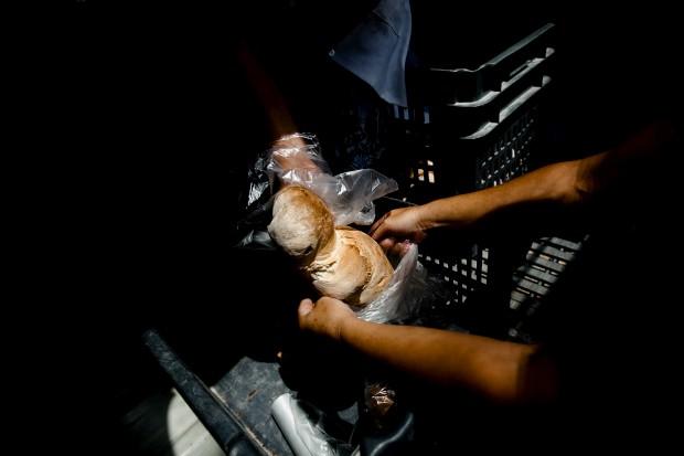 O pão. Na padaria Manuel Marat Rocha. Aldeia da Venda, Santiago Maior, Alandroal