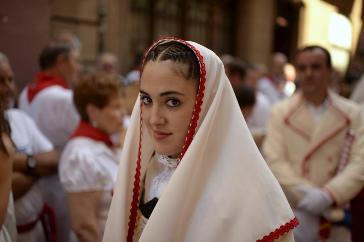 ESPANHA, 7.7.2013. Um sorriso durante as festas de San Fermín, em Pamplona