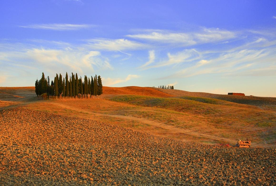 ITÁLIA, 14.08.2013. Paisagem de Crete Senesi, ao pôr do sol nos campos de Siena