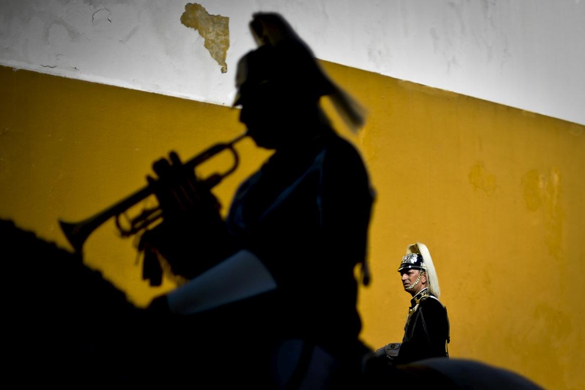 PORTUGAL, 18.08.2013. Músicos da banda da GNR na cerimónia de mudança de guarda do Regimento de Cavalaria