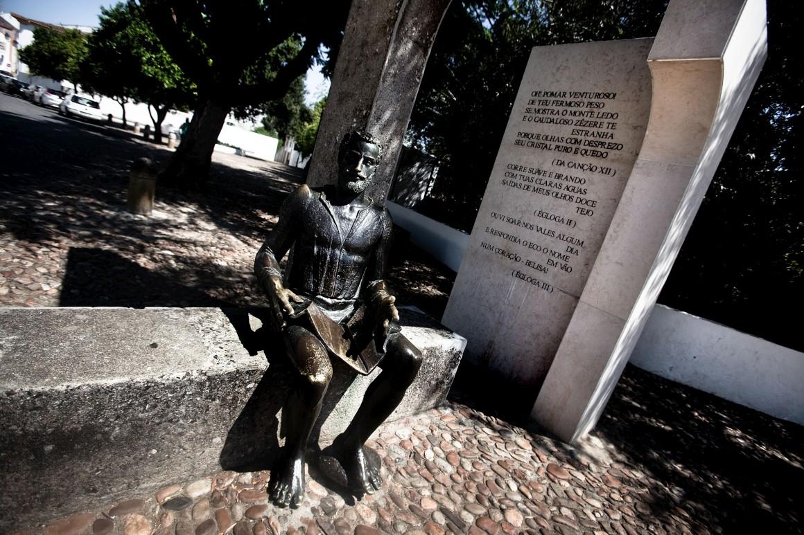 Constância, Estátua de Camões