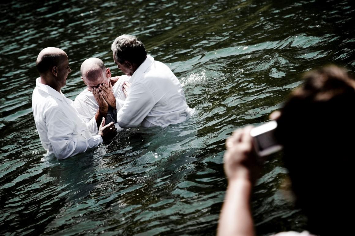 Constância, um batismo (de uma igreja envagélica) na praia fluvial