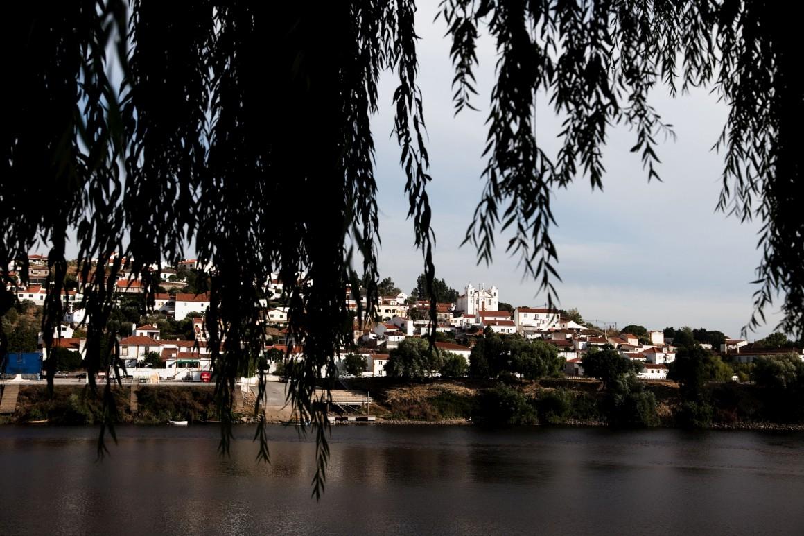Vista de Tancos para a aldeia do Arripiado, concelho de VN Barquinha