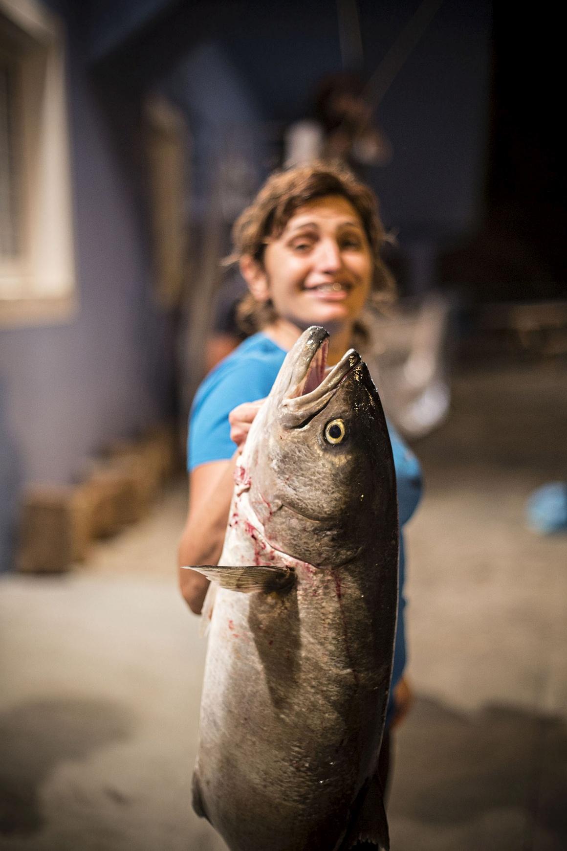 A vencedora do torneiro de Corrico Feminino (pesca), com uma achova de mais de sete quilos