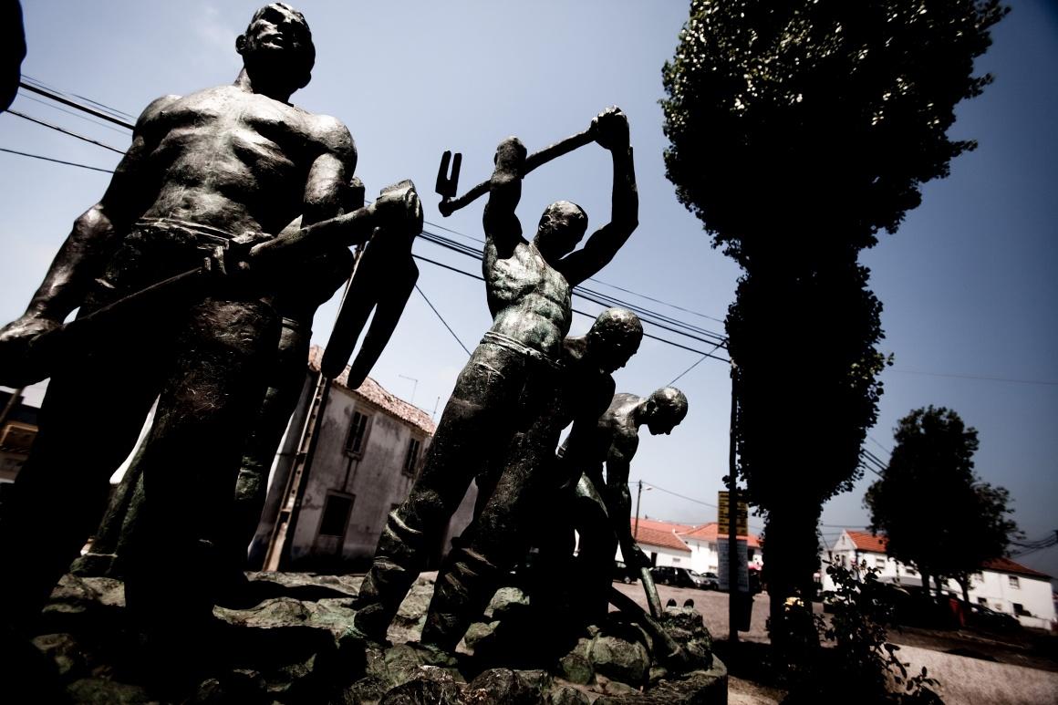 Estátua aos trabalhadore rurais em São João das Lampas, Sintra