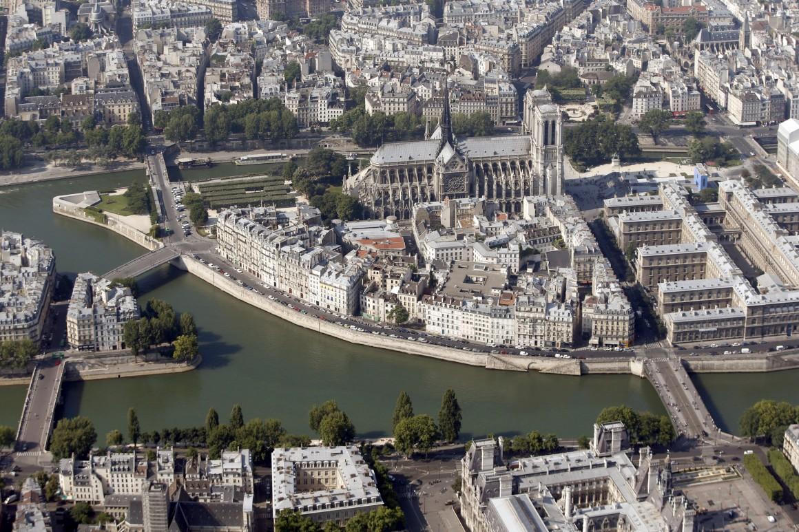 A catedral de Notre Dame e o Sena