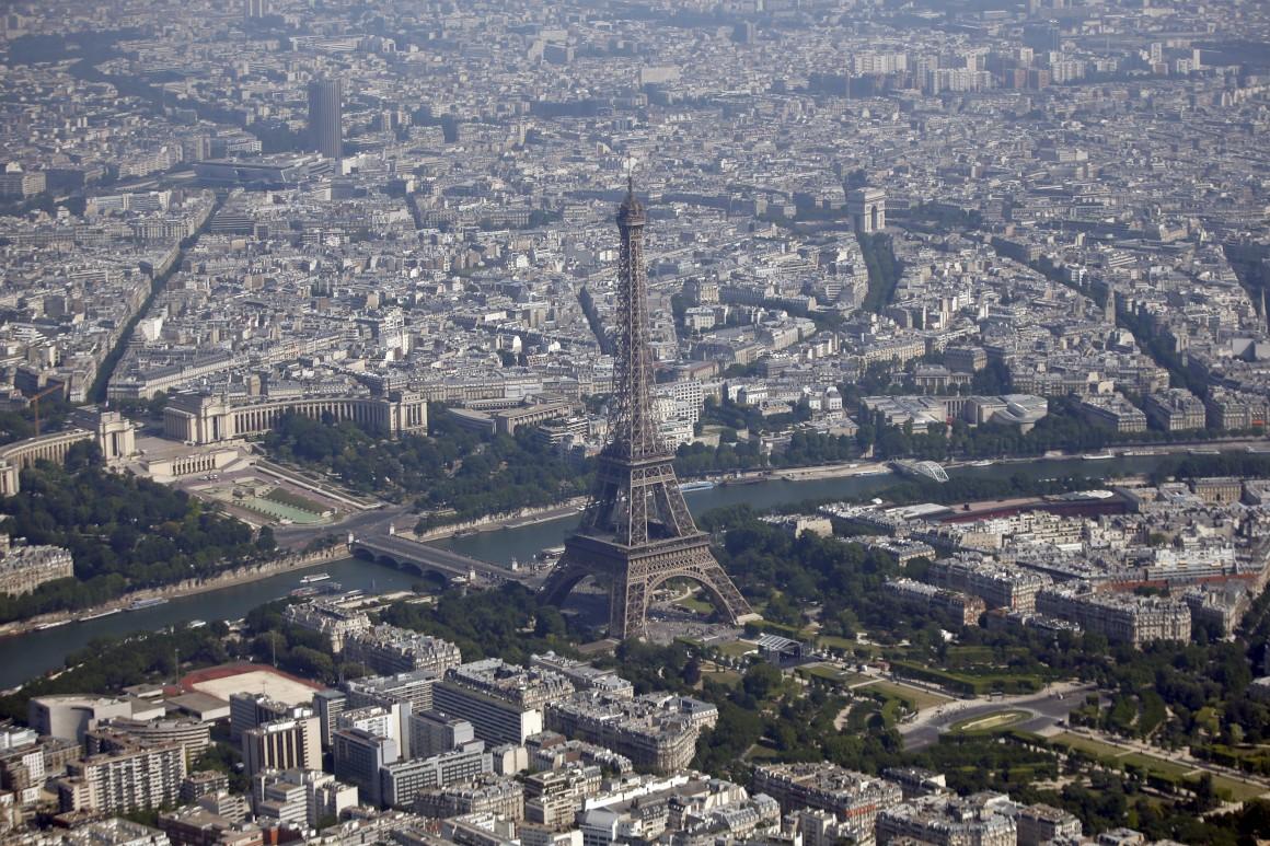 No coração, a Torre Eiffel