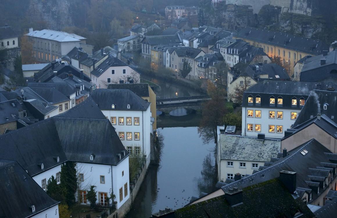 O rio Pétrusse a cruzar a cidade do Luxemburgo