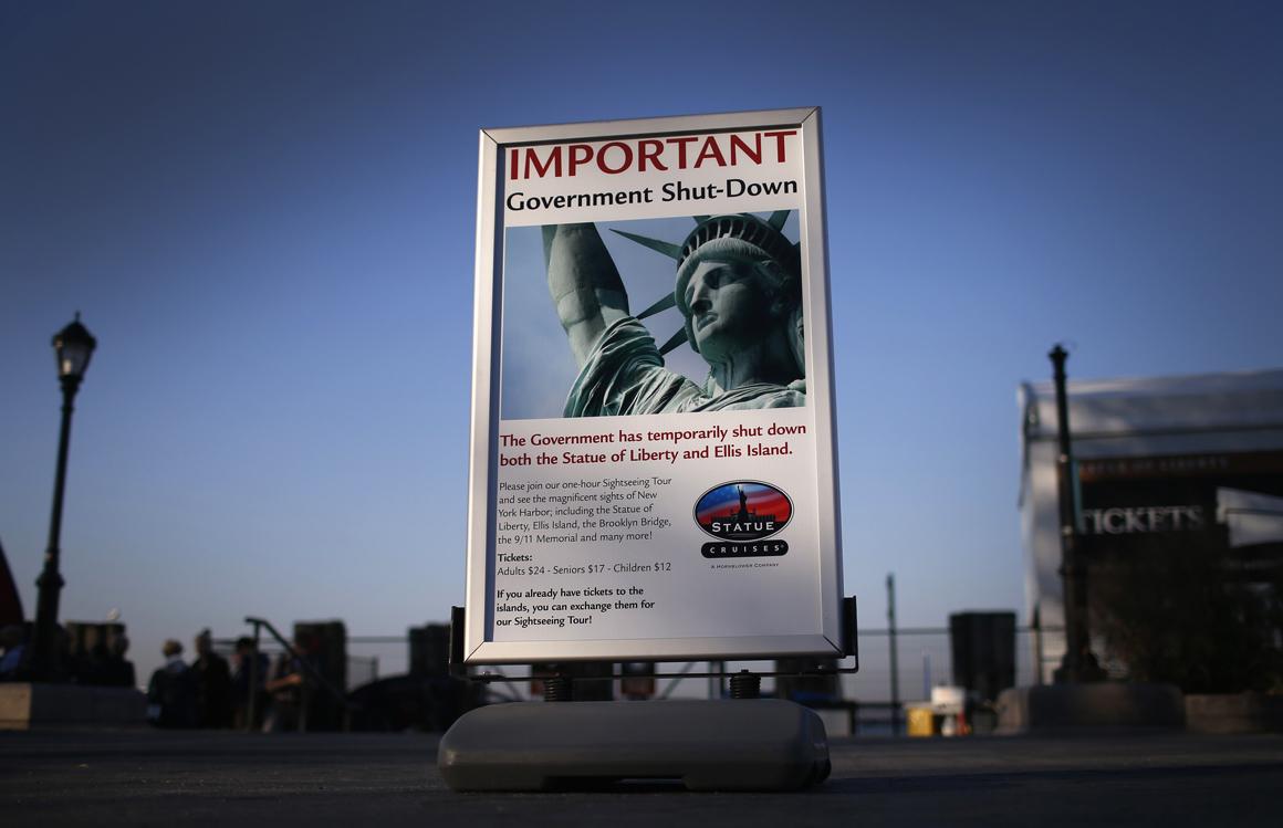 Em Nova Iorque, a icónica Estátua da Liberdade não recebe visitas