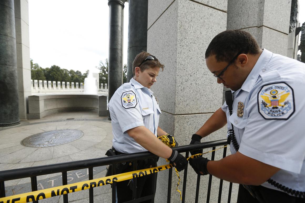 Memorial à II Guerra Mundial, em Washington, a ser encerrado pela polícia