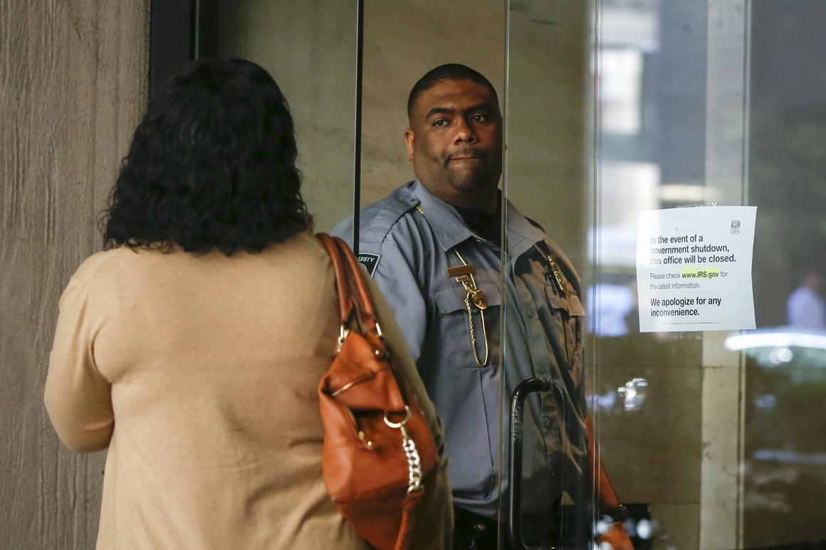 Os gabinetes do IRS, em Nova Iorque, têm as portas fechadas