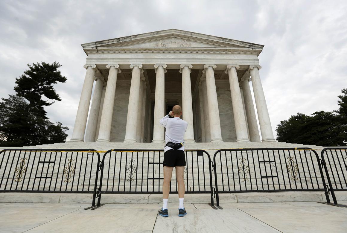 O Jefferson Memorial, em Washington, é um dos monumentos encerrados pelo <i>shutdown</i> governamental