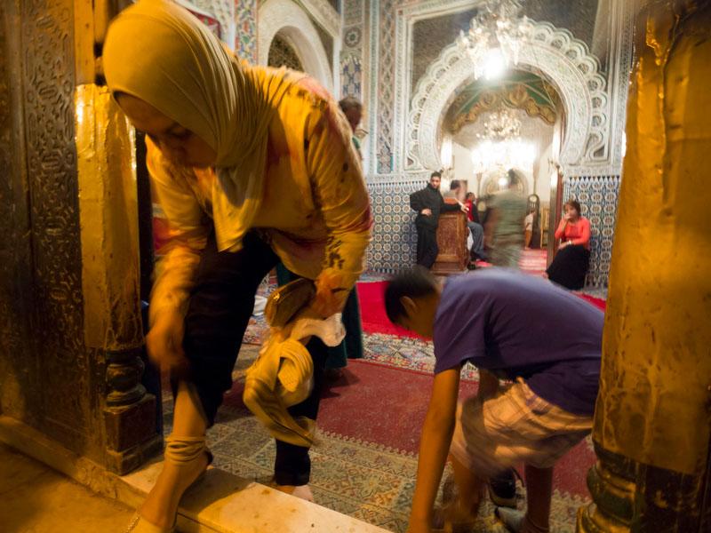 A maioria das mesquitas está vedada a turistas (apenas entram muçulmanos)