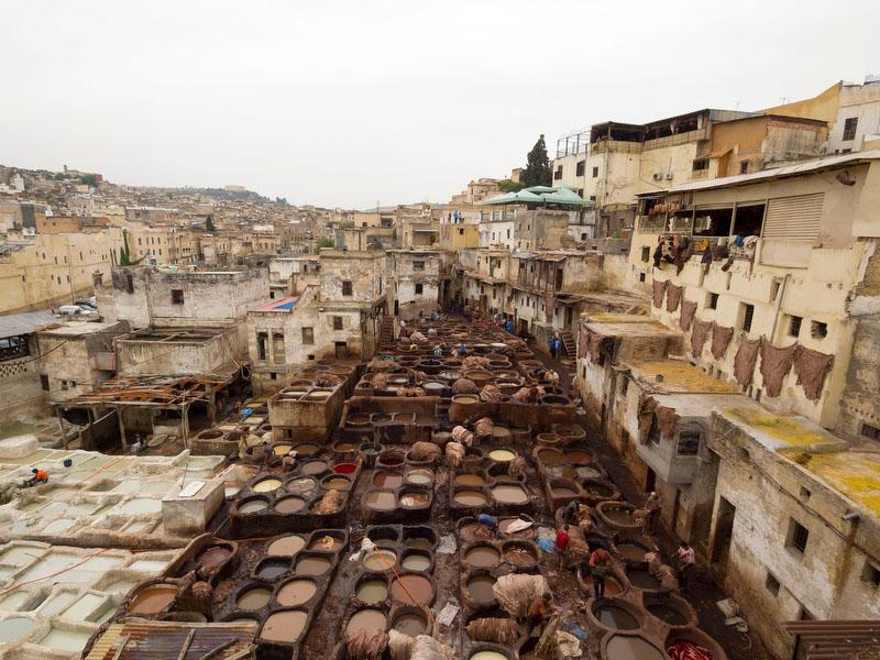 A zona dos curtumes é uma das visitas imperdíveis em Fez