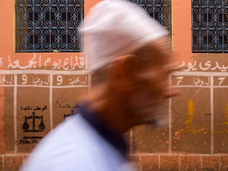 Marraquexe: pelas paredes são distribuídos os espaços para a propaganda eleitoral
