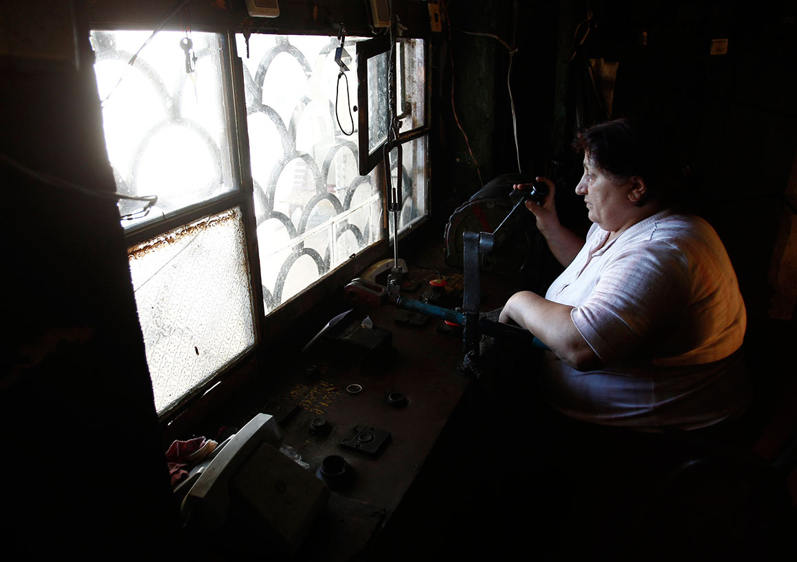 Aos 56 anos, Eliza Kobiashvili também é uma das operadoras dos teleféricos
